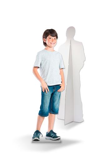 lifesizers small, kleine levensgrote foto van kind op karton